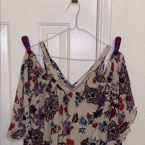 CLEARANCE: Floral print slits on the shoulders blo